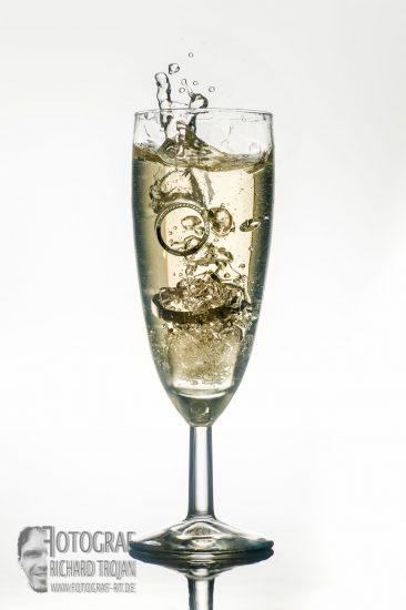 hochzeitsringe, splash-im-glas, sektglas, fotograf-rt.de