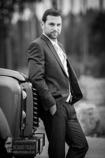 breautigam, hochzeit, hochzeitsfoto-schwarzweiss
