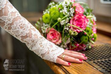Hochzeit, Braut, Brautstrauss, Ehering,