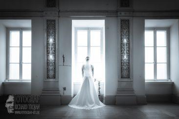brautpaar im museum, hochzeit, wedding, hochzeitspaar, fotograf richard trojan, braut, braut am fenster