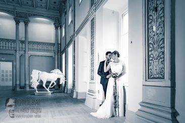brautpaar im museum, hochzeit, wedding, hochzeitspaar, fotograf richard trojan,